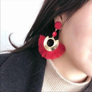 💋💃🏾Red fringe earrings 💋💃🏾